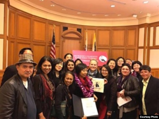Hediana Utarti (tengah) bersama teman-teman AWS, Indonesian Community Outreach Committee, dan KJRI SF (dok: Hediana Utarti)