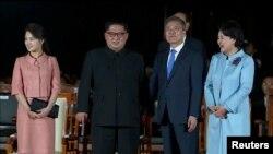 韩国总统文在寅和朝鲜领导人金正恩出席欢送仪式