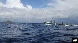 智利漁民協助海軍搜救行動。