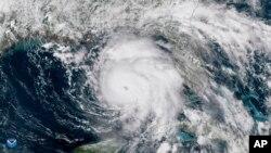Satelistski snimak NOAA pokazuje urana Majkl iznad Meksičkog zaliva, 9. oktobra 2018.(NOAA via AP)