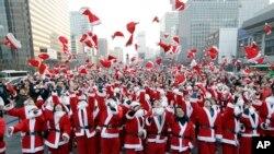 ປະຊາຊົນໃນທົ່ວໂລກ ພາກັນກຽມສະຫລອງ Christmas