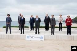 Para pemimpin G-7 berpose sebelum KTT G-7 di Cornwall, Inggris (foto: dok).