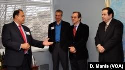 Ο Νίκος Λαρυγγάκης, με τον Τζον Σιτιλίδη, τον Ντέιβιντ Ένσορ και τον Γιώργο Μπίστη