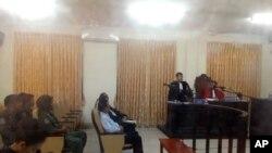 Cựu thủ lãnh đối lập Kem Sokha (giữa) tại phòng xử toà phúc thẩm ở Phnom Penh, Campuchia, ngày 1/2/2018.