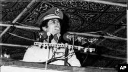9월 혁명 8주년 기념연설을 하는 무아마르 가다피