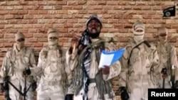 Abubakar Shekau (au centre) dans une vidéo, publiée le 15 janvier 2018.