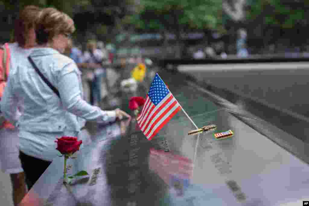 امریکایی ها هرسال در ۱۱ سپتامبر از قربانیان حملات دهشت افگنی سال ۲۰۰۱ یاد می کنند