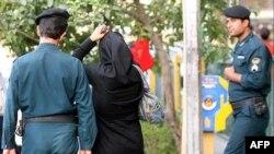 İranlı qadın fotomüxbir, fəal Məryəm Məcd Tehran hava limanında yoxa çıxıb
