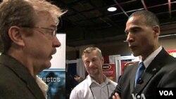 Ông Larry Graves đóng vai Tổng thống Obama tại hội nghị ở Arlington, Virginia