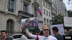 Протест у российского консульства в Нью-Йорке