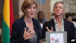 La embajadora Power habla durante una conferencia de prensa luego de visitar la Misión de la ONU para la respuesta de emergencia al ébola en Bruselas.