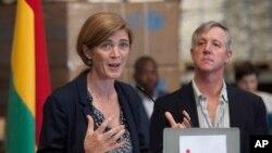 Duta Besar AS untuk PBB Samantha Power dalam konferensi pers saat mengunjungi pusat misi tanggap darurat Ebola PBB (UNMEER) di Accra, Ghana (29/10).