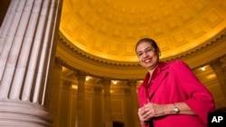 Berkat kegigihan Eleanor Holmes Norton, wakil DC di Kongres, memperjuangkan perwakilan wilayahnya di parlemen Amerika, akhirnya patung warga Washington, DC, Frederick Douglass, akhirnya bisa dipajang di gedung Capitol Hill (foto: Dok).