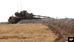 یک تانک ترکیه در نزدیکی مرز سوریه - ۲۹ اوت ۲۰۱۶