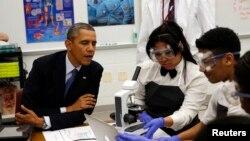 Prezident Obama Merilenddagi Bladensburg maktabi o'quvchilari bilan, 7-aprel 2014-yil.
