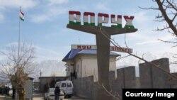 Tojikiston-Qirg'iziston chegarasidagi Vorux qishlog'i