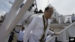 Philippine President Benigno Aquino III climbs up the BRP Gregorio Del Pilar (PF 15) as he leads arrival ceremonies at Manila's pier, Philippines, August 23, 2011