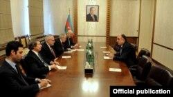 Elmar Məmmədyarov Minsk qrupunun həmsədrləri ilə görüşür
