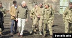 Сенатор Портман під час зустрічі з військовими в Україні
