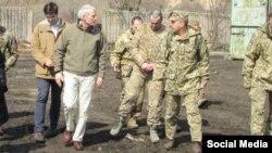 Сенатор Портман під час візиту до України