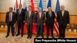 美國國務卿蓬佩奧(右一)出席紐約聯合國中國主辦的午宴。