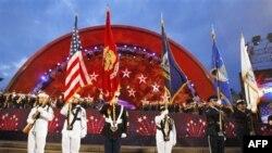 Vojni orkestar izvodi nacionalnu himnu u okviru proslave 4. jula u Bostonu