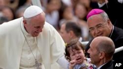 Đức Giáo Hoàng nói rằng giới trẻ nên cảm tạ ông bà vì sự khôn ngoan mà họ đã truyền lại cho con cháu
