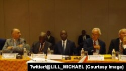 Le ministre ivoirien des Transports, Amadou Koné, au centre, lors de la 124e Assemblée générale de l'Association des transporteurs aériens francophones (Ataf), Abidjan, Côte d'Ivoire, 21 octobre 2017. (Twitter/@LILL_MICHAEL)