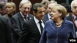 Los líderes europeos quieren que los bancos perdonen una buena parte de la deuda griega.