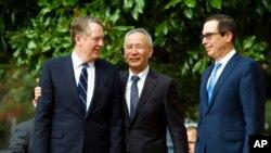 美國貿易代表萊特希澤(左)、財政部長姆努欽(右)預定在10月10日至11日同中國副總理劉鶴(中)在華盛頓舉行為期兩天的新一輪高級別磋商。