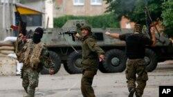 A pesar de las divisiones entre los grupos rebeldes, éstos todavía siguen llevando a cabo ataques para tomar posiciones en Donetsk.