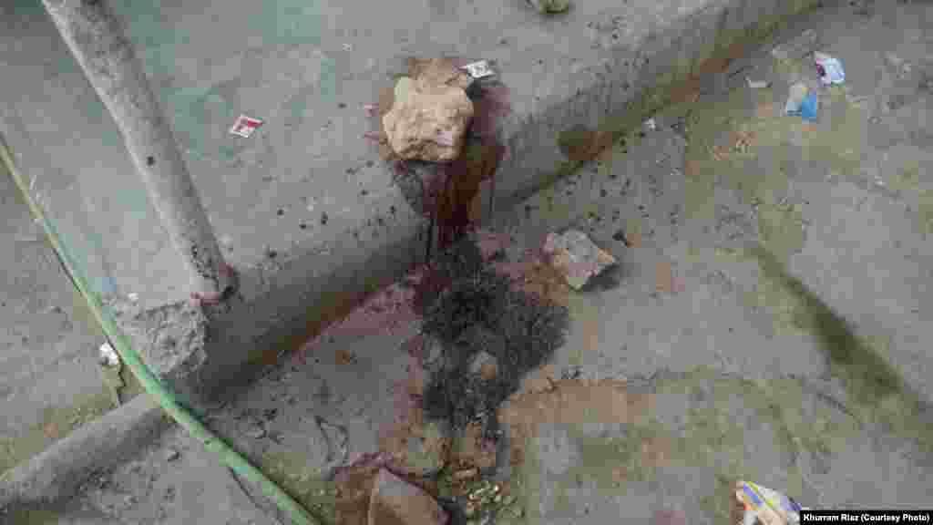 پولیس کا کہنا ہے کہ ہلاک ہونے والے اہلکاروں کے سروں اور سینوں پر گولیاں ماری گئیں