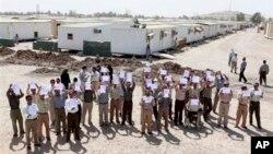 اعتراض برخی اعضای سازمان مجاهدین خلق ایران هنگام بازدید مقامات دولت عراق از اردوگاه لیبرتی - شهریور ۱۳۹۱