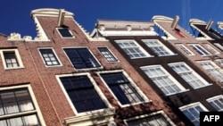 Số nhà cũ đang chờ ký hợp đồng bán lại đã tăng mạnh trong tháng 2