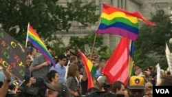 People wave flags, and banners in celebration of the Supreme Court's ruling on Same Sex Marriage in Washington, D.C., June 26, 2015. (Photo: M. Burke / VOA)