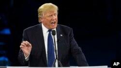 AQSh prezidentligi uchun nomzod Donald Tramp Amerika-Isroil jamoatchilik bilan aloqalar qo'mitasi huzurida nutq so'zlamoqda, 21-mart, 2016-yil.