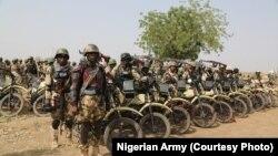 Sojojin Najeriya dake sintiri kan babura a jihar Borno domin tabbatar da zaman lafiya