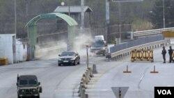 2013年5月3日,南韓在北韓開城工業園區的管理委員會主席的車輛抵達首爾以北坡州