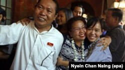 Porodice sa oslobođenim aktivistima u Mjanmaru