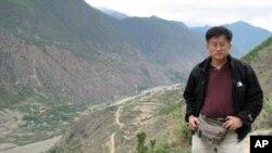 張楠在沿紅軍長征路線採訪途中留影。