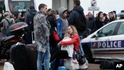 APTOPIX France Airport Shooting, تیراندازی در فرودگاه فرانسه
