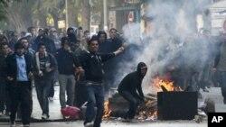 突尼斯暴亂導致政府垮台。