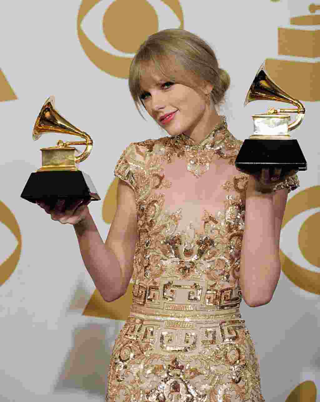 تیلور سویفت، برنده جایزه بهترین موسیقی سبک کانتری