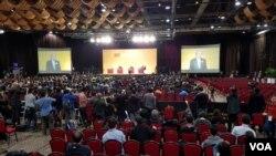 特首选举的三位候选人辩论会场(美国之音任敬扬拍摄)
