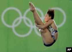 브라질 리우올림픽에 출전한 중국 다이빙대표팀 런치앤이 19일 여자 10m 플랫폼 결선에서 최고점으로 금메달을 목에 걸었다.