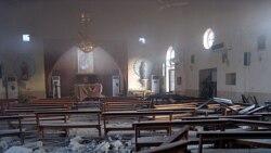 نمایی از داخل کلیسای کاتولیک پس از انفجار یک خودرو در مقابل آن در کرکوک. ۲ اوت ۲۰۱۱