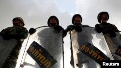 Binh sĩ Thái Lan chặn lối vào câu lạc bộ quân đội ở Bangkok, ngày 22/5/2014.