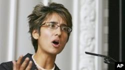 Feminis Kanada, Irshad Manji mempertanyakan kebebasan berbicara di Indonesia setelah acara diskusi di UGM Yogyakarta dibubarkan paksa (foto: dok).