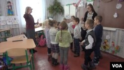 Ейприл в школі в містечку Остер