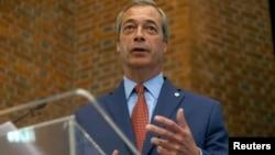 Nigel Farage, el líder UKIP dimite pero continuará pendiente de que se lleve a cabo la salida del Reino Unido de la UE.